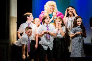 I giovani attori recitano al Teatro degli Oscuri